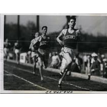 1938 Press Photo Charles Fenske vs Archie San Romani, Calvin Bell in Drake relay
