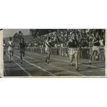 1931 Press Photo Frank Wykoff in 220 yard dash vs Maurice Guyer of USC