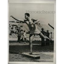 1932 Press Photo Nelson Gray of Stanford in shotput at IC4A Olympic trials