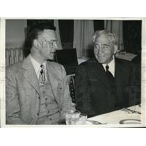1944 Press Photo Robert Hutchins and Amos Alonzo Stagg at Quadrangle Club