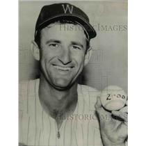 1954 Press Photo Mickey Vernon on 2000th hit in Major League career - ors01510
