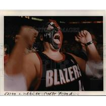 1999 Press Photo Ecstatic Portland Trail Blazer fans - orb52272