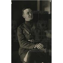 1918 Press Photo A US military officer in his uniform
