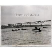 1934 Press Photo Syracuse University crew on Hudson River in NY training