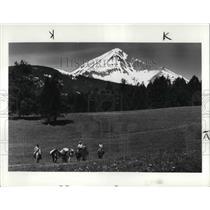 1985 Press Photo Horseback riders at Guest Ranch at Big Sky in Bozeman Montana