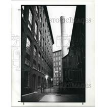 1987 Press Photo View of Alley in Lowell, Massachusetts - cva21491