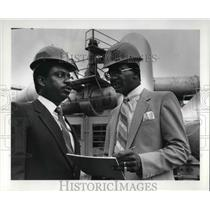 1985 Press Photo James E. Jones & Lonzo Coleman At NASA - cva24677