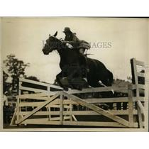 1926 Press Photo Miriam Smith wins novice jum class at Stamford Horse Show
