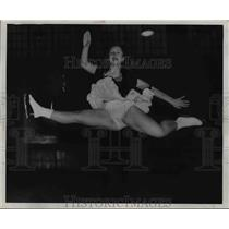 1946 Press Photo Barbara Jane Carr split jump at Skating Club Carnival