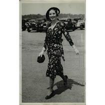 1931 Press Photo Mrs Hartholmay Jalke at Bailey's Beach Newport R.I  - nee89812