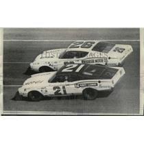 1968 Press Photo Cale Yarborough defeats Lee Roy Yarbrough at Daytona Beach race