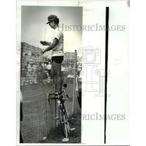 1987 Press Photo Frank Wrenick a racing and bicycling fan, watched the race
