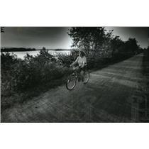 1993 Press Photo Lisa Winterberg of Onalaska rides the Great River State Trail