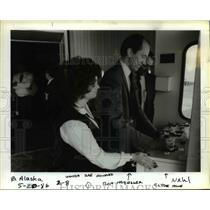 1986 Press Photo Wonda Rae Howard,Ron Habegger and Clyde Howe of Alaska Airlines