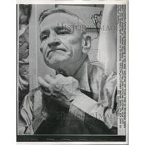 1958 Press Photo NY Yankees manager Casey Stengel in Milwaukee WI - net02510