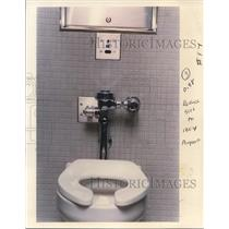 1988 Press Photo No need to flush in Portland airport electronic eye does it