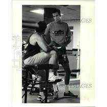 1990 Press Photo Danny Ferry talks with fitness coach John Grogan. - cvb64645