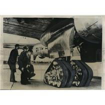 1949 Press PhotoTractor type landing gear for possible use on unimproved landing