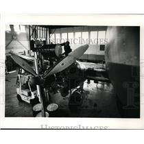1988 Press Photo Mechanic adds Phillips X/C multiviscosity aviation oil to DC-3