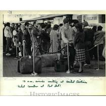 1983 Press Photo Departing passengers line up at Portland International Airport