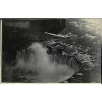 1975 Press Photo The new VFW 614 built by VFW-Fokker flying over Niagara Falls