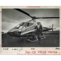 1989 Press Photo Eric Randolph shows off the French A Star helicopter