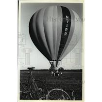 1961 Press Photo Windancer, Hot air balloon, ready to take off - mja02419