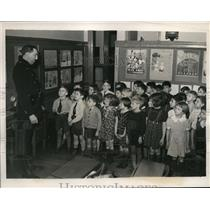 1939 Press Photo Safest City children of Providence sent home with information
