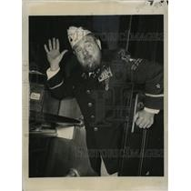 1947 Press Photo Professional wrestler Man Mountain Dean arrives in Manhattan