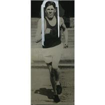 1930 Press Photo Ralph Hill of University of Oregon Breaks Mile Record Run