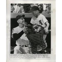1959 Press Photo White Sox catcher Sherm Lollar and son Pete holding his gear