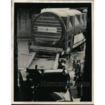 1952 Press Photo New York Tight squeeze for tractor trailer, East River NYC