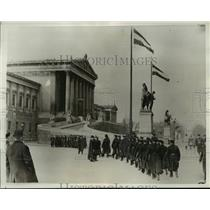 1933 Press Photo Civilian police of Vienna assemble at the Parliament Building