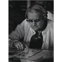 1974 Press Photo Mrs Mary Rauch playing bingo - mja06768