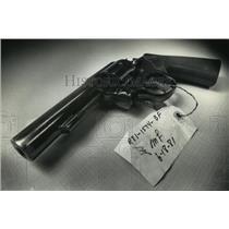 1990 Press Photo Elfred O. Schultz's .38-caliber gun  - mja10960