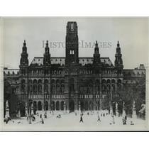 1934 Press Photo Heimwehr Flag Waves Over the Vienna Rathaus City Hall