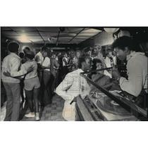 1983 Press Photo Lady B.J. the D.J. greeted patrons at Toran's Tropical Hut