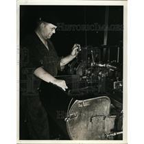 1940 Press Photo Herman Koplin,Automatic Screw Machine Operator at White Motor