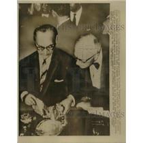 1961 Press Photo Mexican Ambassador Gilberto Bosques & Allan Cunningham