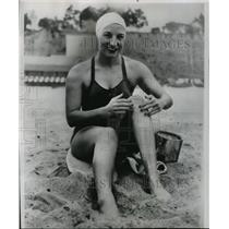 1952 Press Photo Florence Chadwick practices for Santa Catalina island- Ca swim