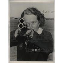 1940 Press Photo Lela Hall wins title, North American Clay Turret Championships