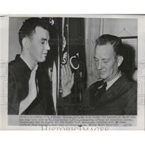 1954 Press Photo New York Giants player Daryl Spencer sworn into the Army
