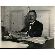 1923 Press Photo Dr Matthes Head of Rhineland Republic at his desk - nef00657