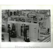 1990 Press Photo Workers Adjust Equipment Boeing Use for Airplane Floor Panels