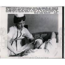 1957 Press Photo Pittsburgh Pirates Dee Fondy in hospital after hit by pitch