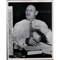 1951 Press Photo Giants manager Leo Durocher works on paper work in his office