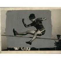 """1924 Press Photo Katherine Lee of Chicago high jump record 11' 5/8"""" - net14372"""