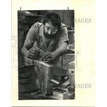 1985 Press Photo Steve Baumler measures elevations for a jet engine part