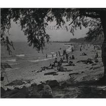 1949 Press Photo People flocked to Bradford Beach on Memorial Day - mjx03479