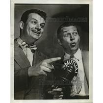 1944 Press Photo John Reed King with Fred Cole in Double or Nothing quiz show